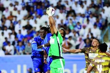 لقطة من مباراة الهلال وأحد أمس. (تصوير: عبدالعزيز السلامة)