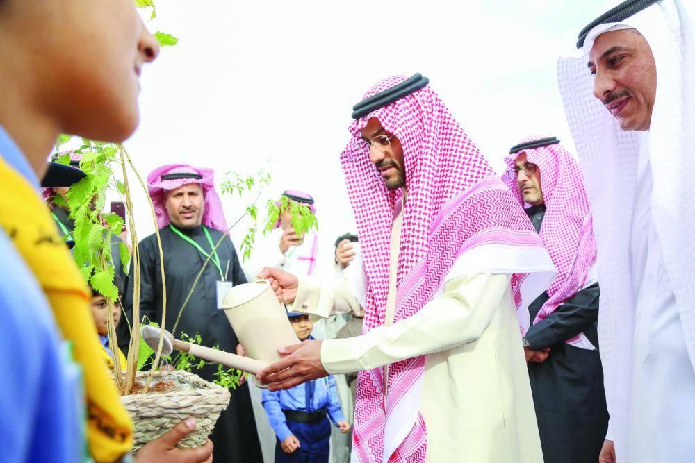 نائب أمير منطقة حائل يدشن فعاليات الأسبوع البيئي.