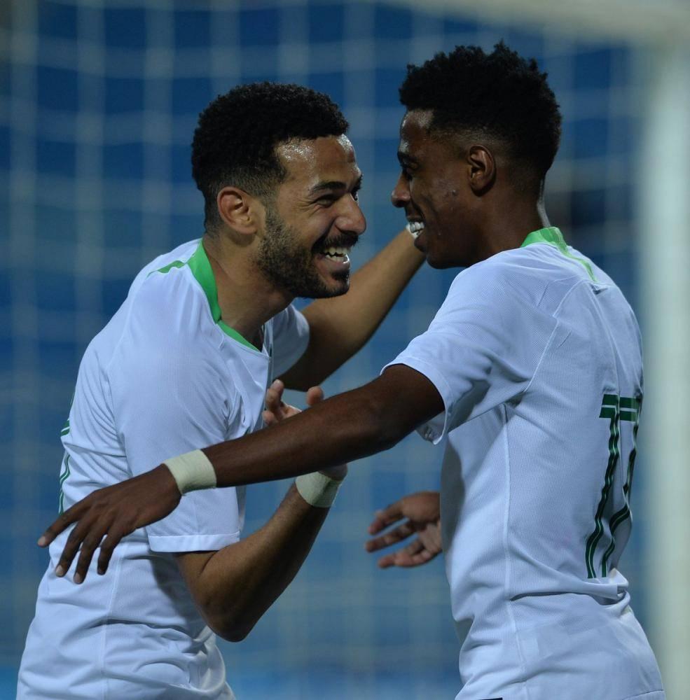 فرحة سعودية بالفوز على لبنان