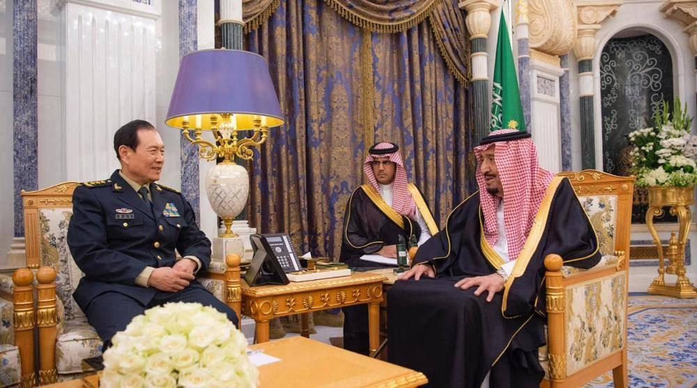 الملك سلمان يستعرض تعزيز التعاون العسكري مع وزير الدفاع الصيني