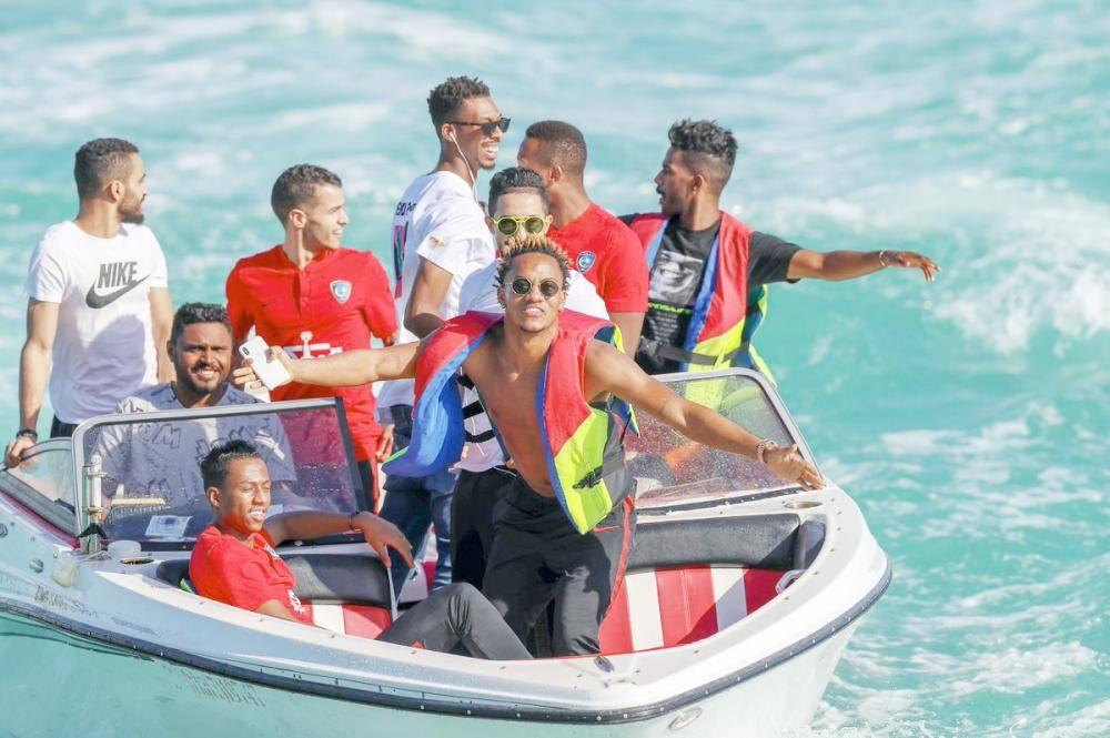 لاعبو الهلال في رحلة بحرية قبل مواجهة الاهلي.