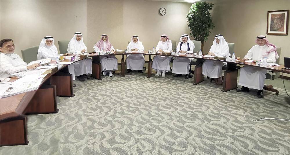 جانب من اجتماع مجلس إدارة مؤسسة عكاظ. (تصوير: أحمد المقدام)