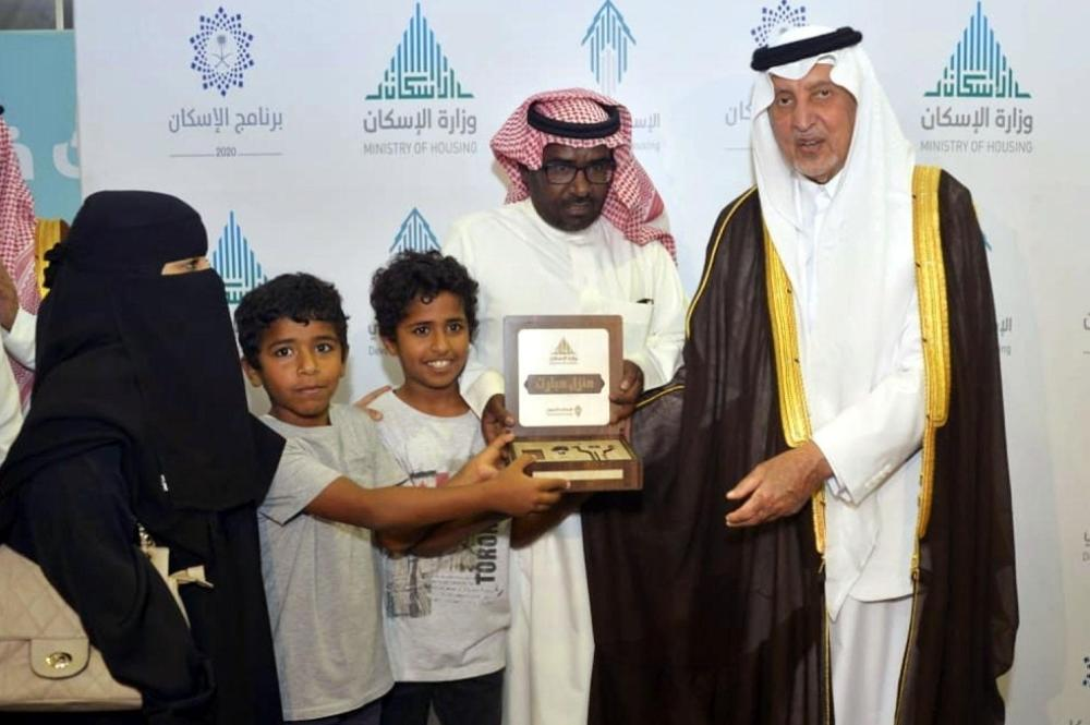 أمير منطقة مكة المكرمة يسلم وحدات من «الإسكان التنموي» لعدد من المستفيدين