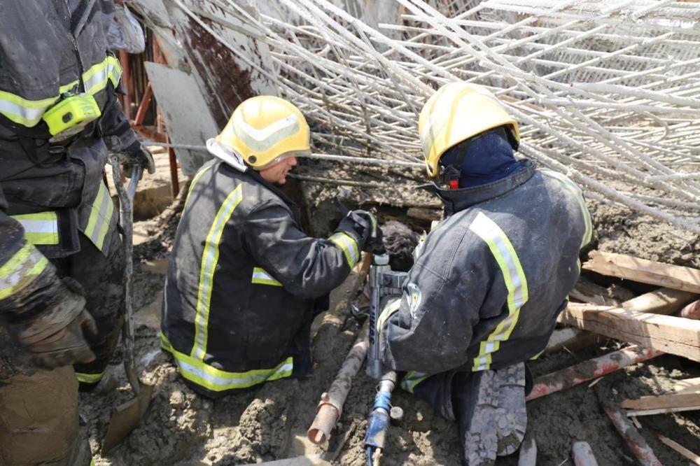 وفاة شخص وإصابة عامل بانهيار حديد تسليح سقف مبنى في مكة