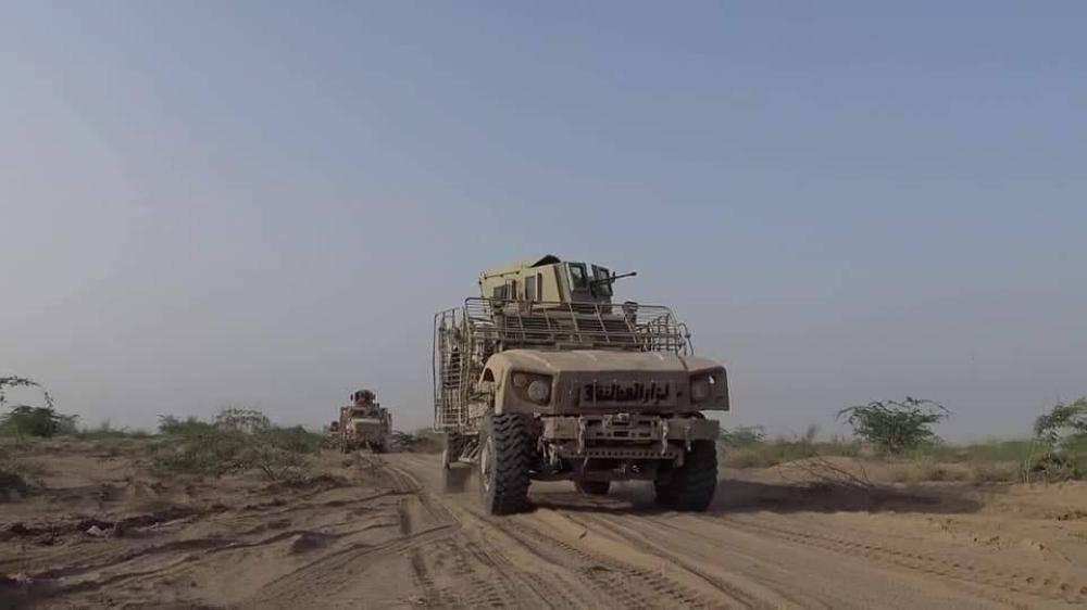 آلية عسكرية تابعة للجيش اليمني أثناء التصدي لعملية تسلل حوثية أمس. (الجيش الوطني)