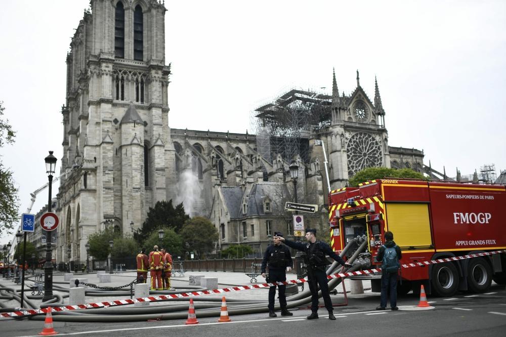 الكاتدرائية عقب إخماد الحريق