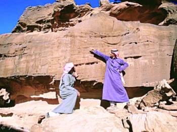 «الشويمس».. أضخم متحف مفتوح للنقوش الصخرية في الجزيرة العربية.