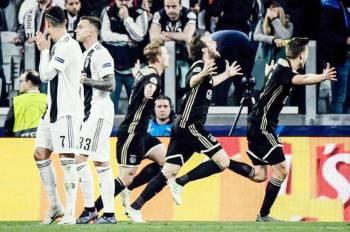 فرحة أياكس بالفوز على يوفنتوس والتأهل لنصف نهائي الأبطال.
