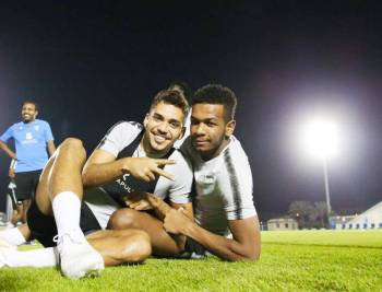 جماهير الهلال تدعم فريقها في نهائي البطولة العربية.