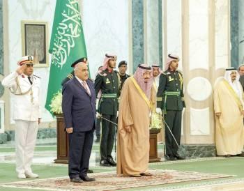 .. وأثناء عزف السلامين الوطني العراقي والملكي السعودي.