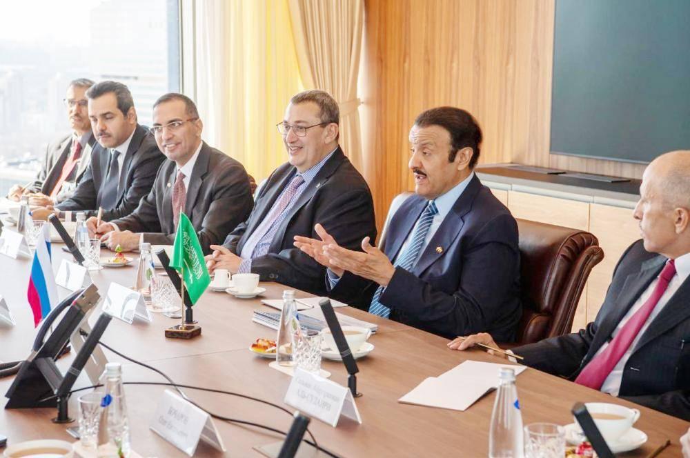 سلطان بن سلمان خلال لقائه وزير الصناعة والتجارة الروسي دينس مانتروف.