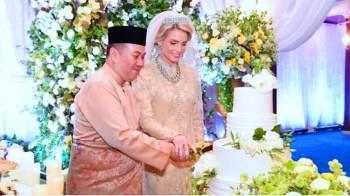 ولي عهد ماليزيا وعروسه.