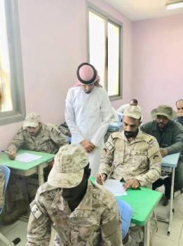 جنود مرابطون يؤدون الاختبار.