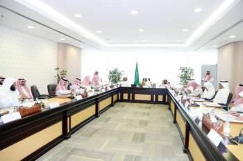 آل الشيخ مترئساً اللجنة العليا لأعمال الوزارة في الحج والعمرة والزيارة. (عكاظ)