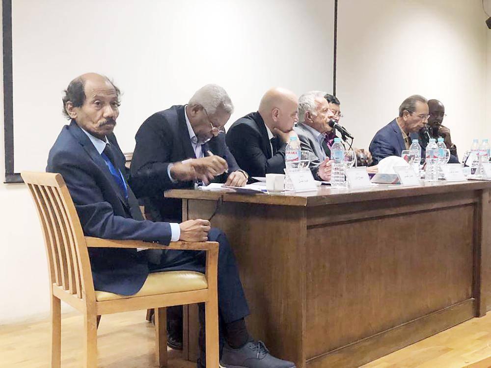 جانب من ندوة ملتقى الرواية بالقاهرة.