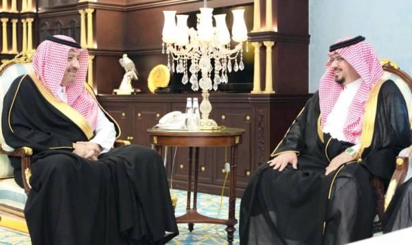 الأمير حسام بن سعود مستقبلا أمين الباحة.