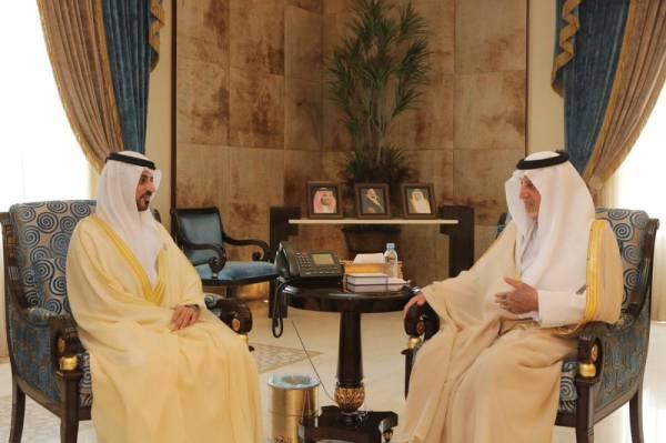 خالد الفيصل يناقش موضوعات مشتركة مع القنصل الإماراتي