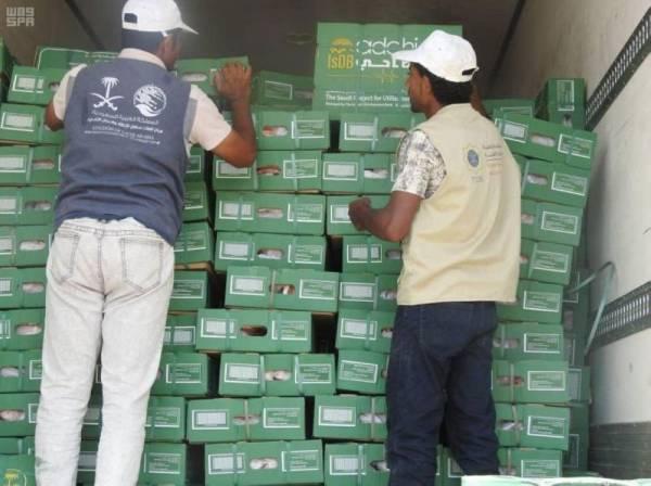 «سلمان للإغاثة» يوزع ألفي كرتون تمر على 80000 أسرة في المهرة ومأرب
