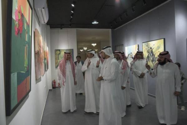 آل هميل يفتتح معرض الفنون التشكيلية في الطائف