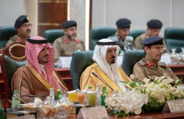 وزير الداخلية يرأس اجتماع اللجنة العليا للعمرة.. ويستعرض الخطة الأمنية