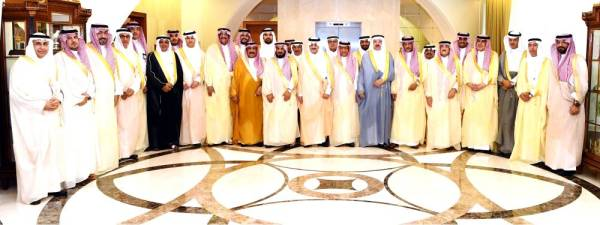 الأمير سعود بن نايف خلال استقباله رئيس وأعضاء غرفة الشرقية.