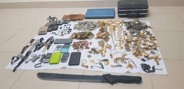 شرطة جدة تسقط تشكيلاً عصابياً نفذ 17 سرقة بتهديد السلاح