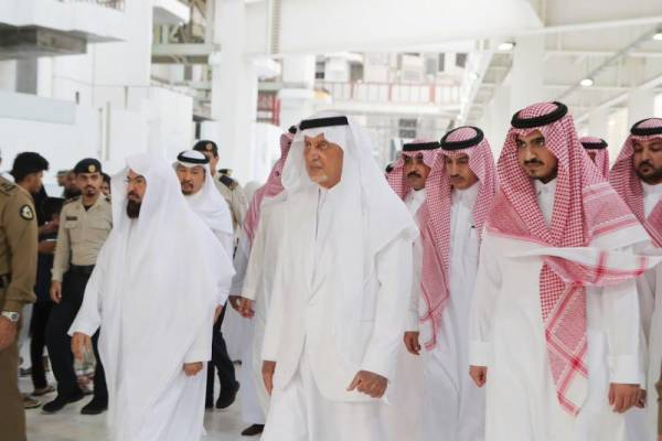 أمير مكة ونائبه يتفقدان مرافق المسجد الحرام