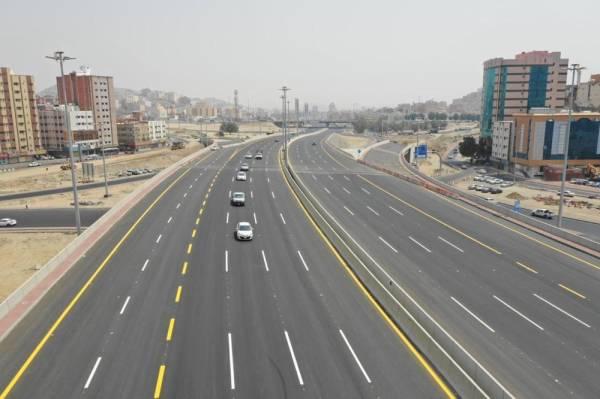 الطريق عقب افتتاحه أمام الحركة المرورية أمس.