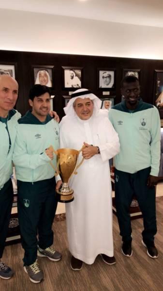 الأمير منصور يحتفي بأبطال الدوري