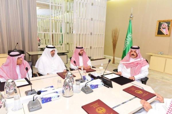أمير حائل يمنح شركة اماراتية خيارات الاستثمار والتطوير في 3 قطاعات بالمنطقة