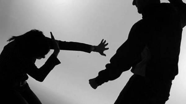 «سكران» يضرب والدته حتى الموت معتقداً أنها لص