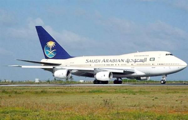رضيع سعودي يجبر طائرة على الهبوط الاضطراري