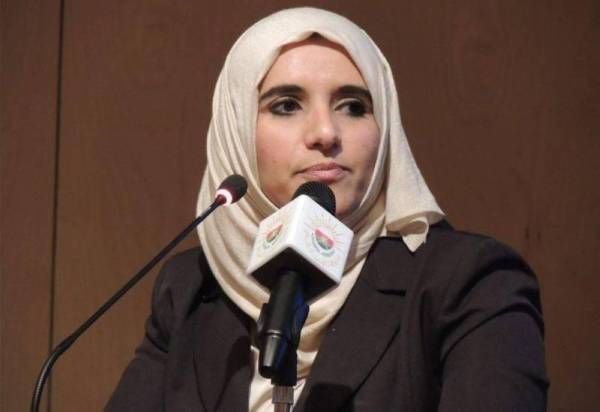 «سيدات القمر» للعمانية جوخة الحارثي تفوز بـ«مان بوكر»