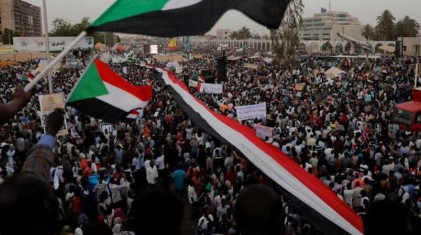 السودان: مقترح بأغلبية مدنية في المجلس السيادي.. و«العسكري» يطلب مهلة