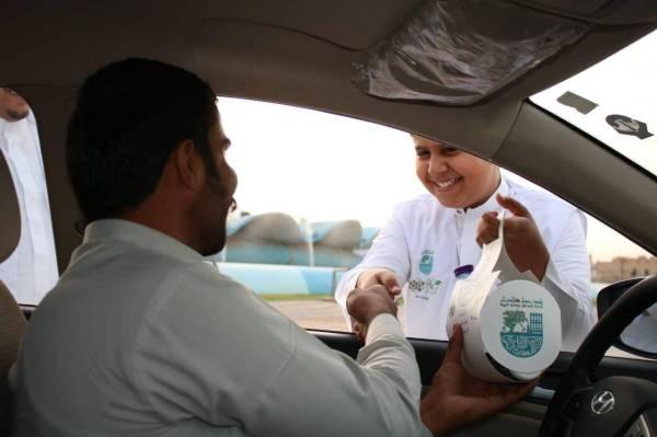 «بلدية وسط الدمام» توزع 3000 سلة غذائية إفطار صائم