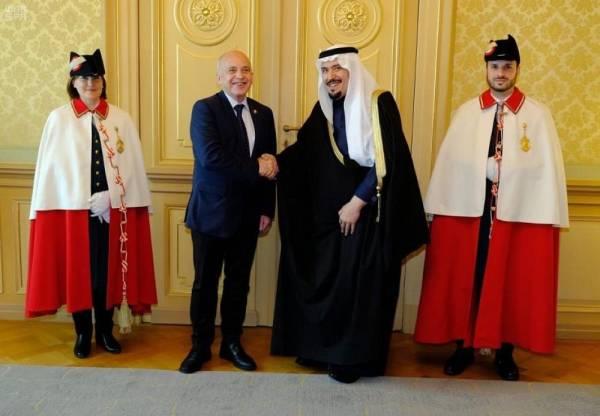 منصور بن ناصر يسلم أوراق اعتماده سفيراً للمملكة لدى سويسرا