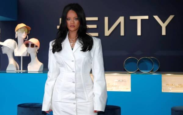 «ريانا» تدشن ماركة أزياء جديدة في باريس