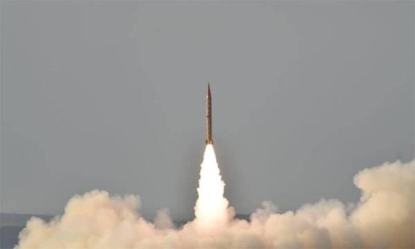 «باكستان» تعلن عن تجربة ناجحة على صاروخ باليستي قادر على حمل رؤوس نووية