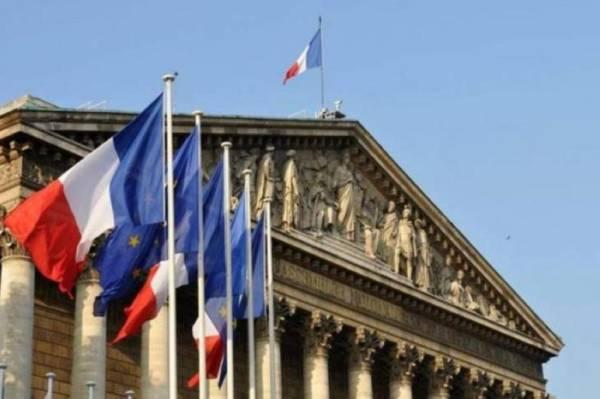 الفضائح تستمر.. فرنسا تتهم القطري الخليفي بالفساد