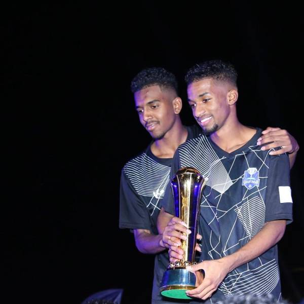 عبدالعزيز بن تركي يتوج الفائزين في دوري المدارس