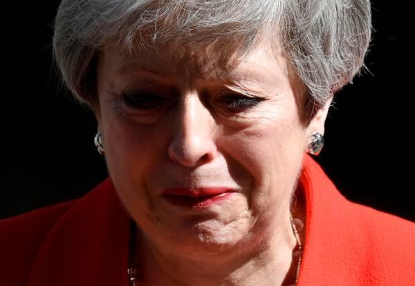 ماي تجهش بالبكاء: أستقيل بعدما فشلت