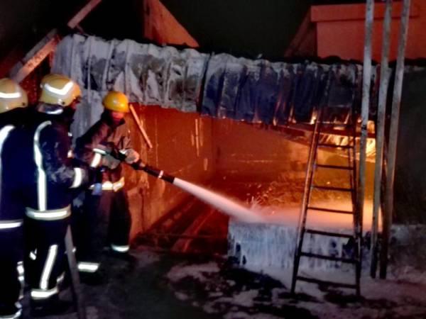 القريات: الدفاع المدني يسيطر على حريق بمحطة «بنزين»