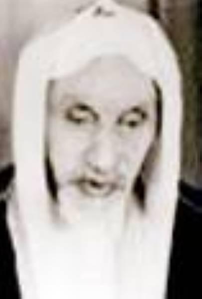 والده الشيخ حسن الشاعر يرحمه الله.