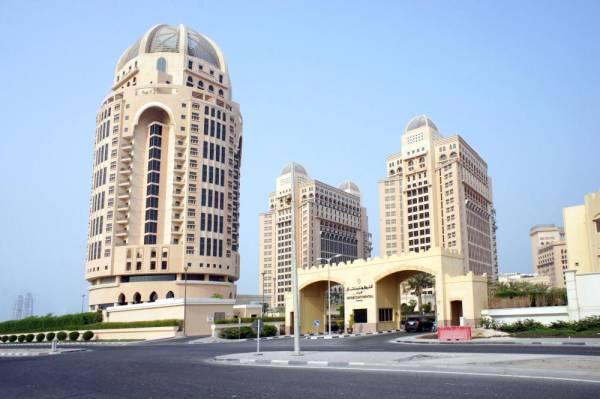 «عكاظ» ترصد تسول فنادق الدوحة للنزلاء