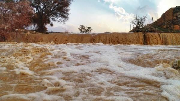 أمطار غزيرة على «نجران».. وارتفاع منسوب مياه سدود «بيشة»