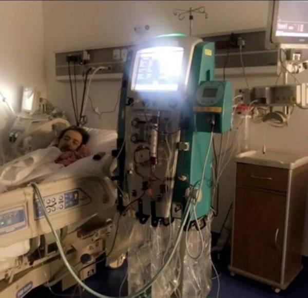 صورة متداولة لخالد سامي في العناية المركزة