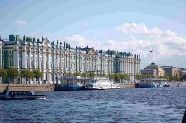 مبنى متحف الارميتاج في مدينة سان بطرسبرغ الروسية