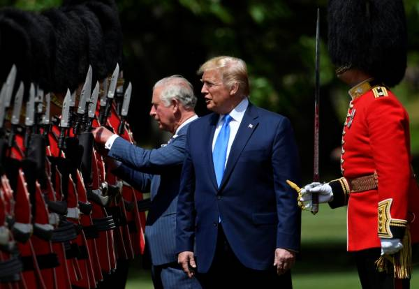 U.S. President Donald Trump inspects an honour guard with Britain's Prince Charles at Buckingham Palace, in London, Britain, June 3, 2019. REUTERS/Toby Melville/Pool