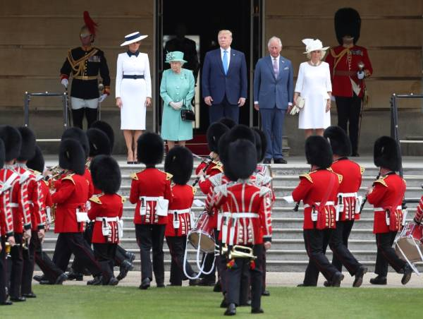 U.S. President Donald Trump and First Lady Melania Trump attend a welcome ceremony with Britain's Queen Elizabeth, Prince Charles and Camilla, Duchess of Cornwall, at Buckingham Palace, in London, Britain, June 3, 2019. REUTERS/Simon Dawson