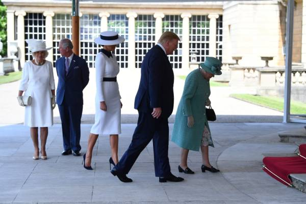 Britain's Camilla, Duchess of Cornwall, Prince Charles, U.S. first lady Melania Trump, U.S. President Donald Trump and Queen Elizabeth II arrive for the Ceremonial Welcome at Buckingham Palace in London, Britain June 3, 2019. Victoria Jones/Pool via REUTERS